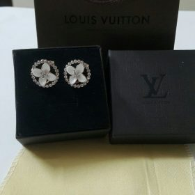 Louis Vuitton White Berg Leave Diamond Earring Set Price In Pakistan